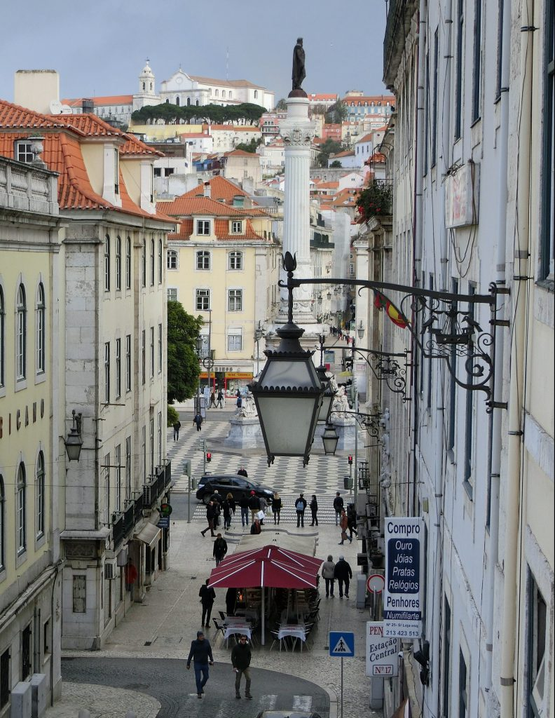Straßenszene in Lissabon.