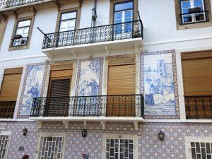 Typische Fliesenverzierungen in Lissabon
