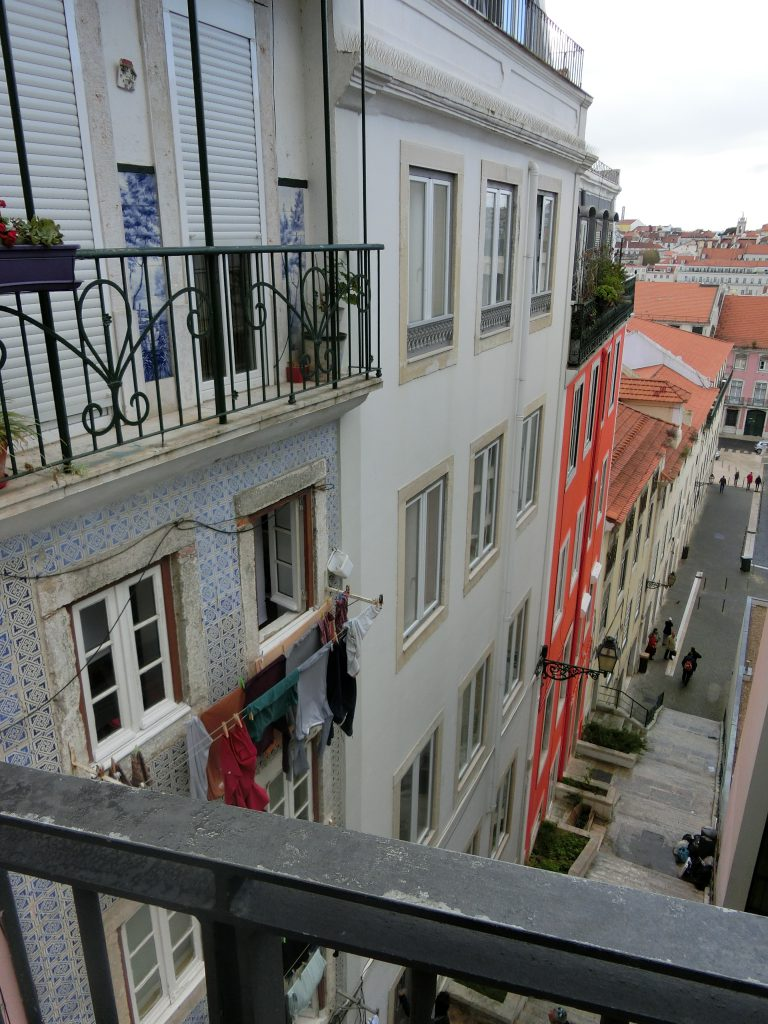 Blick hinunter in Lissabon