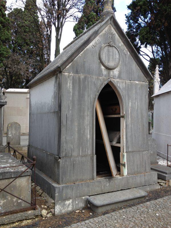 Baufällige Gruft auf dem Cemitério dos Prazeres