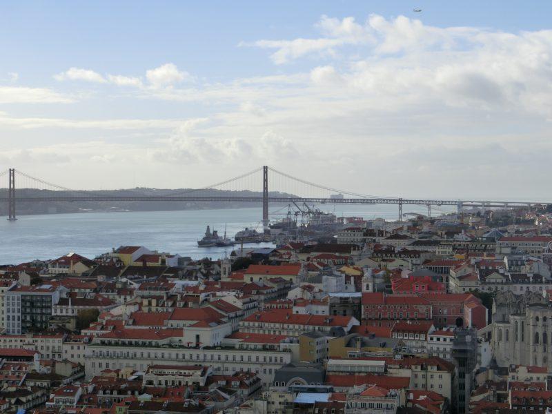 Die Ponte 25 de Abril gesehen von der Burg aus