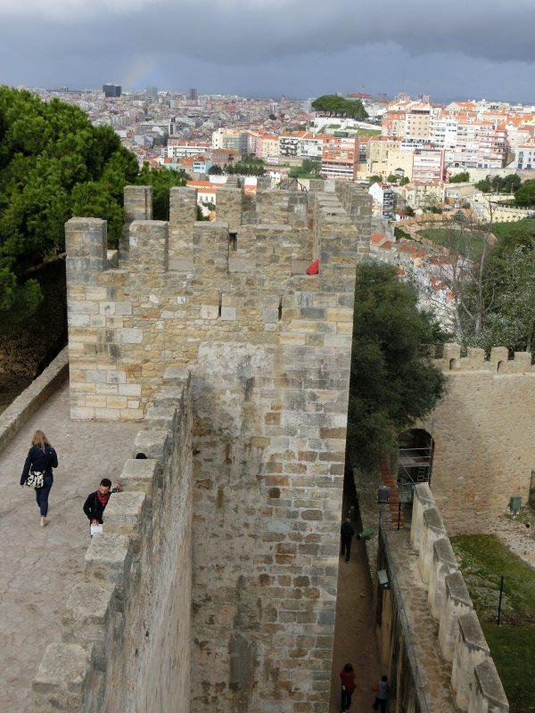 Mauer und Turm Castelo de São Jorge