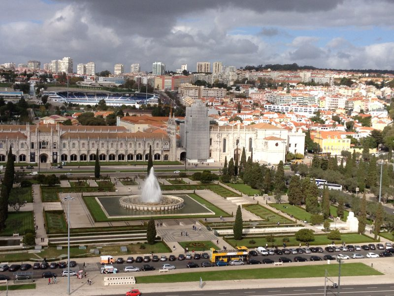 Aussicht vom Padrao dos Descobrimentos auf das Jardim da Praca do Imperio