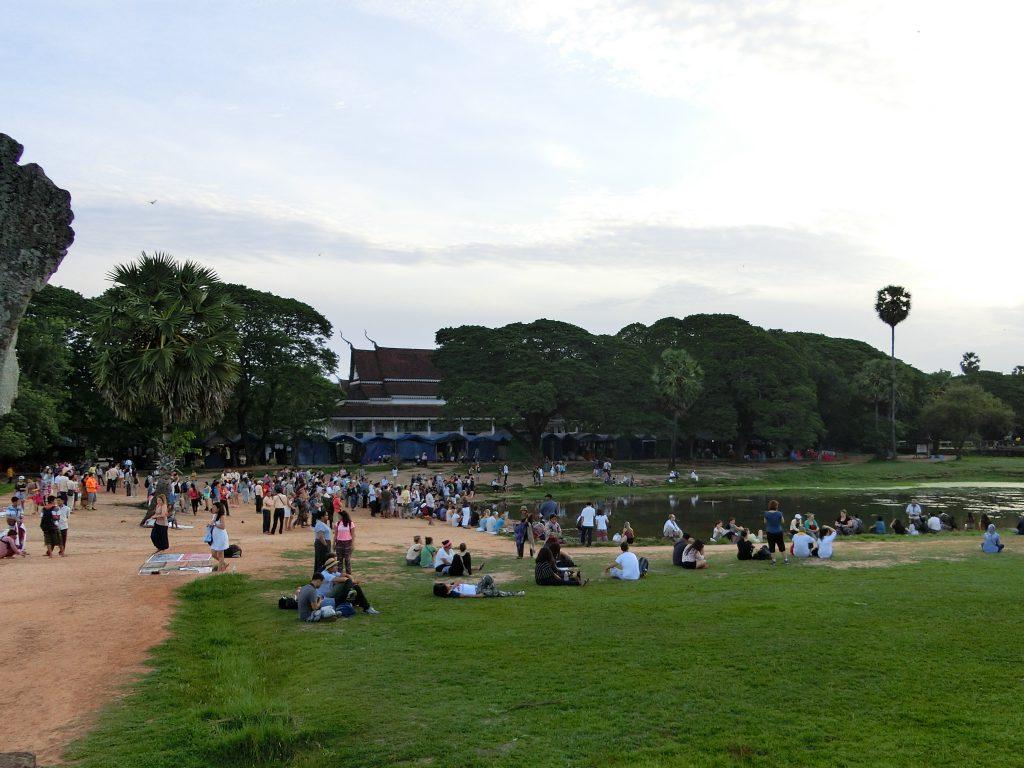 Menschenmassen beim Sonnenaufgang bei Angkor