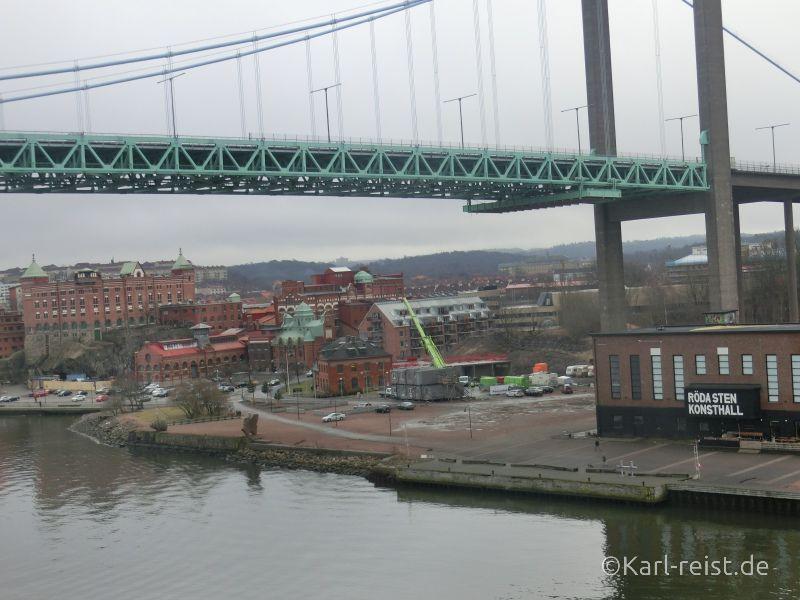Unter der Brücke uhren wir hindurch bei der Einfahrt nach Göteborg.