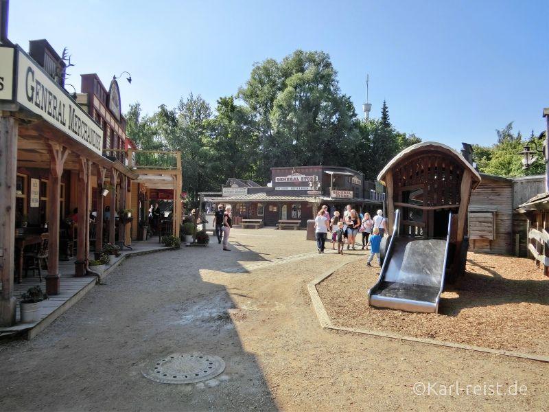In der Westernstadt kann man den Wilden Westen nachempfinden und in eine der vielen Shows gehen.