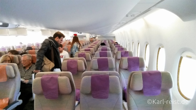 Emirates Flugzeug noch fast leer