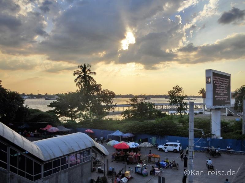 Yangon Fluss im Sonnenuntergang