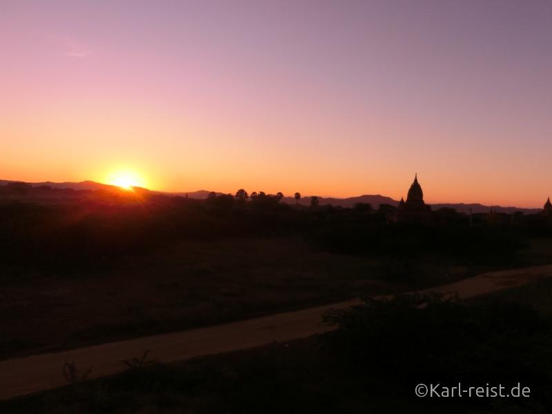 Unser Sonnenuntergang fotografiert vom Tempel, der gleich hinter dem Hotel steht.