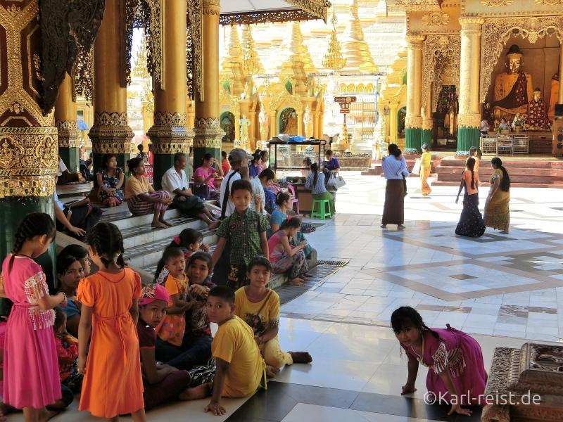 Burmesen in Shwedagon Pagode