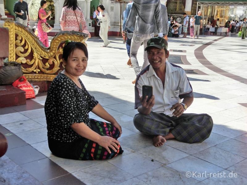 Burmesen fotografieren Touristen