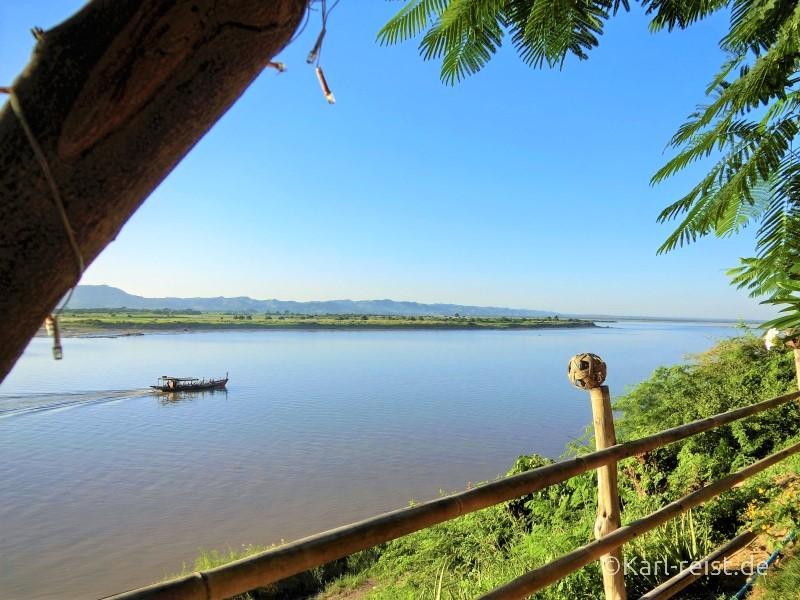Ausblick auf den Irrawaddy Fluß vom River Front Restaurant