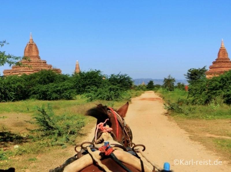 Aussicht aus der Pferdekutsche in Bagan