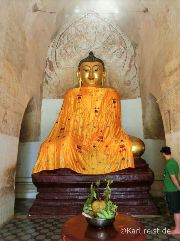 Zeichnungen hinterm Buddhakopf