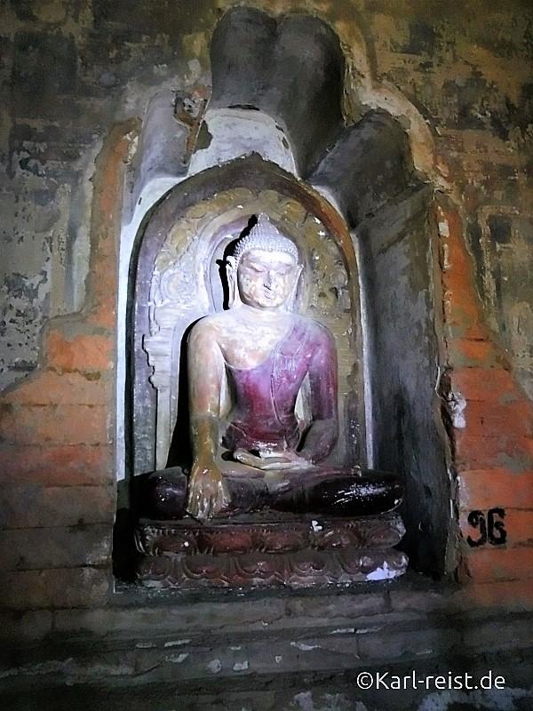 Buddha im Tempelinneren