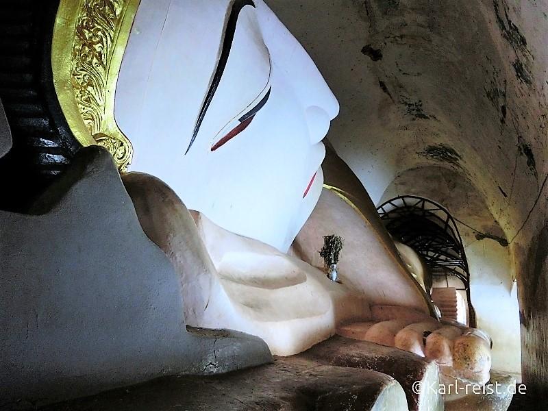 Liegender Buddha im Tempel