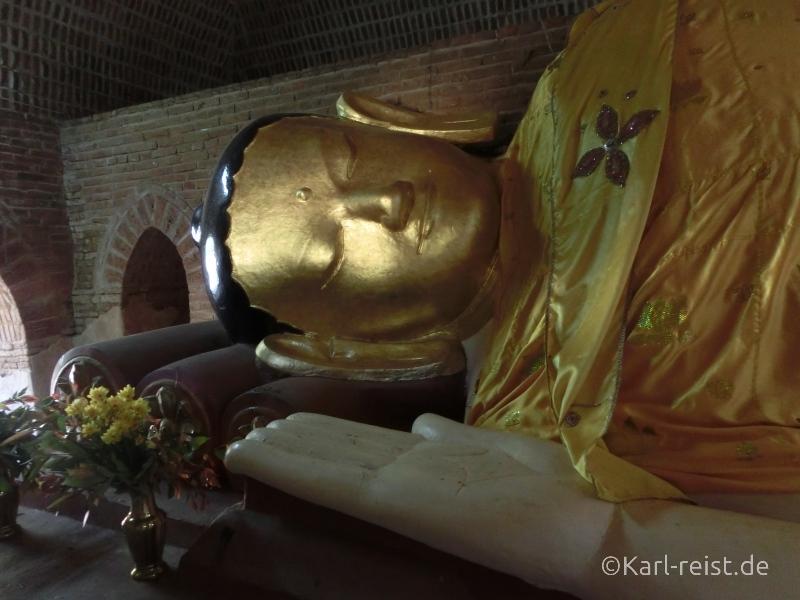 Liegender Buddha in einem abgelegenen Tempel in Bagan