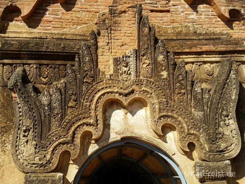 Verzierung über einem Tempeleingang in Bagan