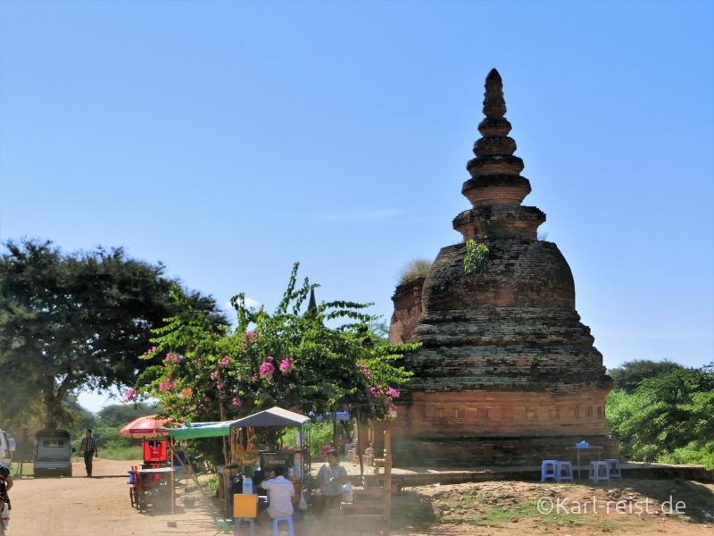 Vorplatz der Shwesandaw Pagode