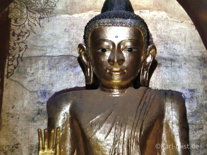 Vergoldete Statue Buddhas