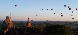 Heissluftballons über Bagan