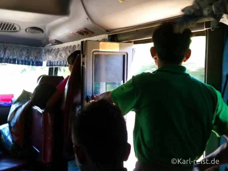 Bus Minibus Reisebus Bagan Mandalay offene Tür