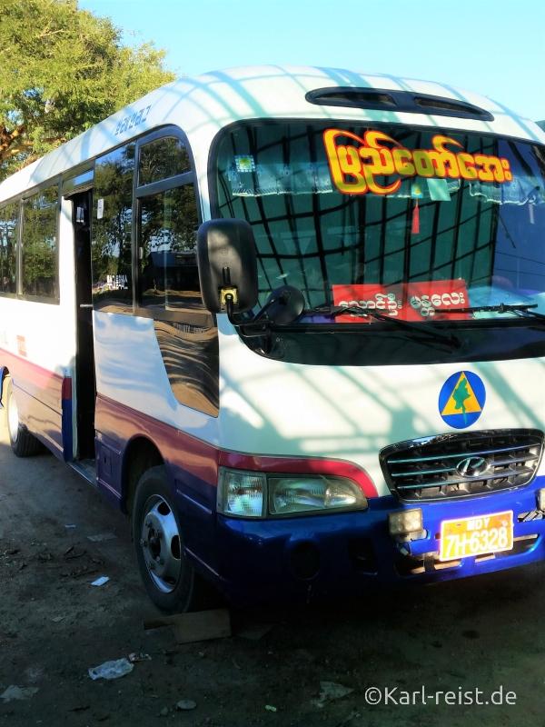 Bus Minibus Reisebus Bagan Mandalay mit Kind Myanmar