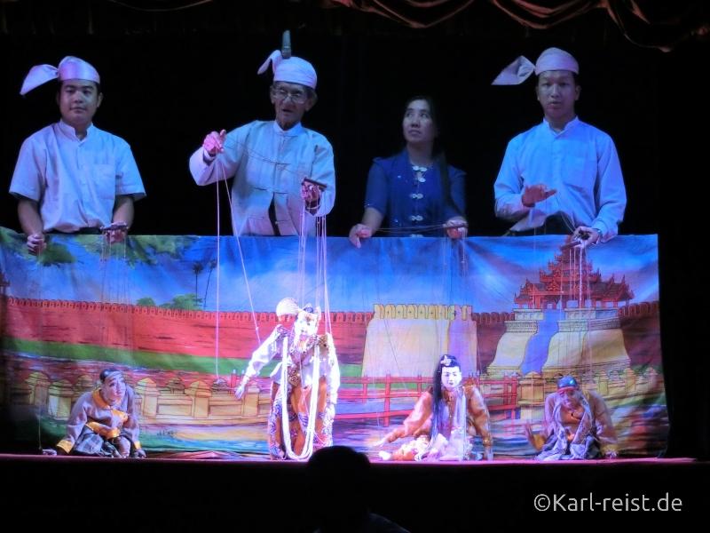 Puppenspieler bei den Mandalay Marionettes