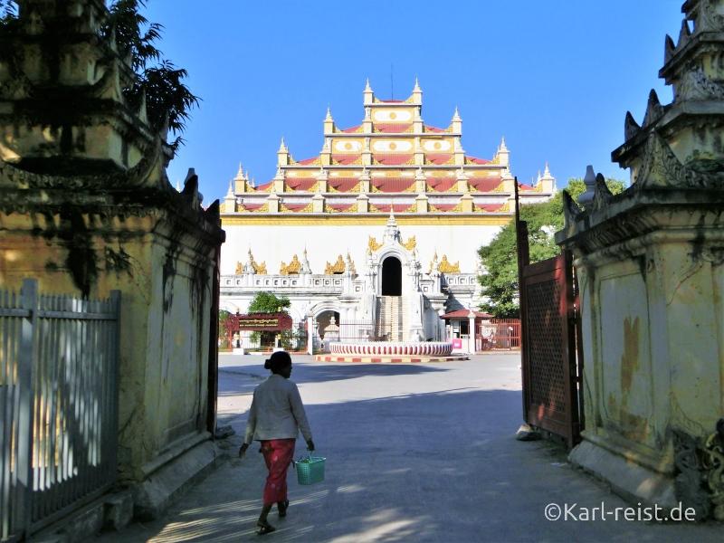 Atumashi Kyaung von außen