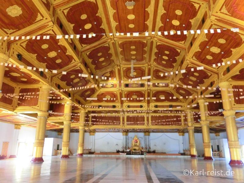 Atumashi Kyaung Innenraum Saal