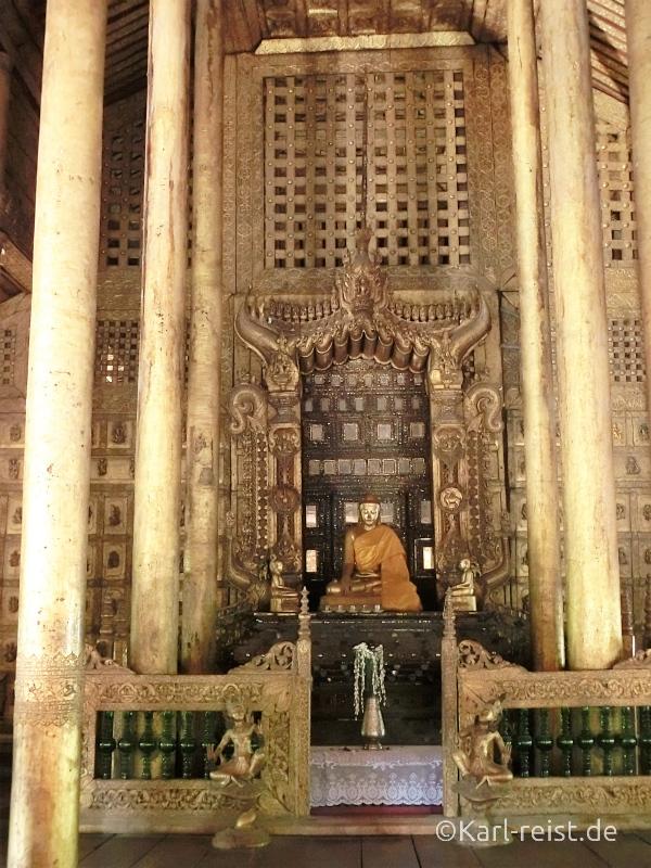 Shwenandaw Kyaung Schnitzereien Buddha und Goldverzierung