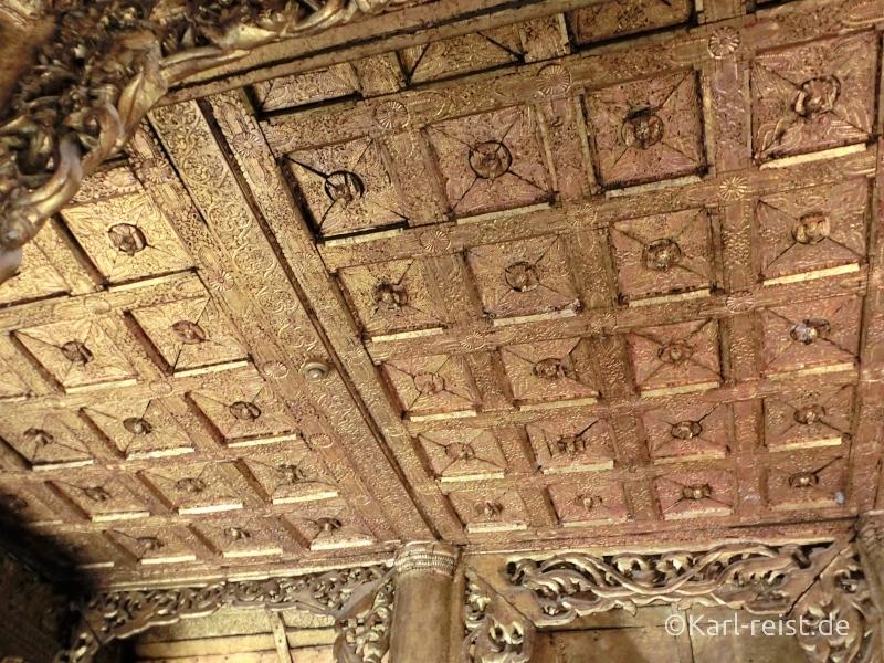 Shwenandaw Kyaung Schnitzereien Goldverzierung Decke