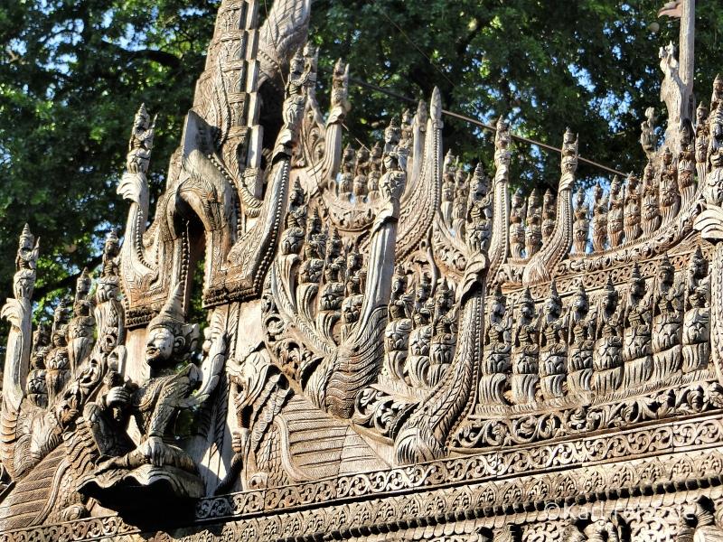 Shwenandaw Kyaung Schnitzereien von außen