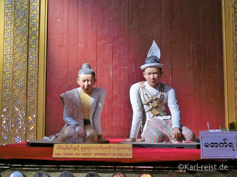 Königsstatuen im Mandalay Palace