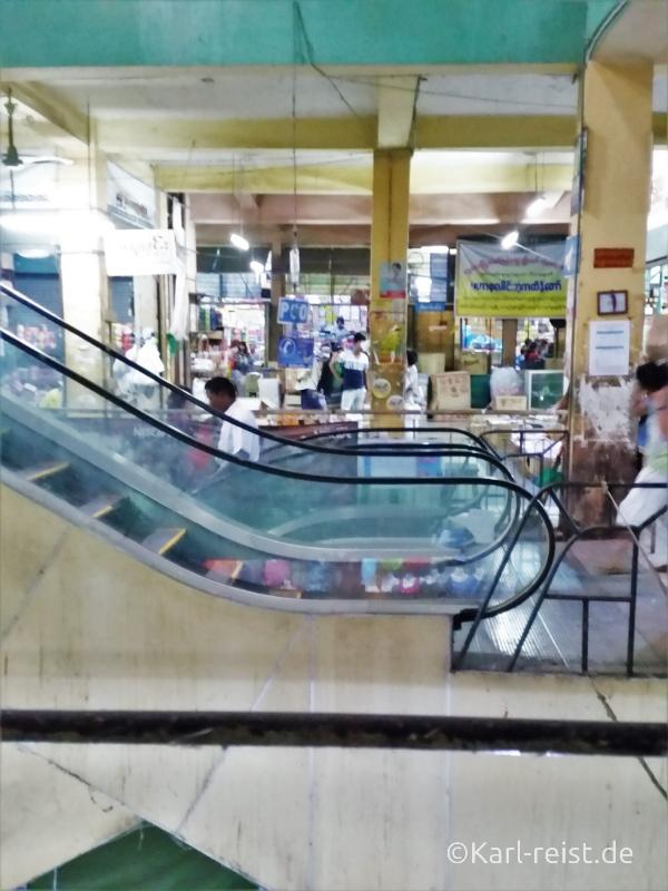 Zegyo Market im Gebäudeinneren
