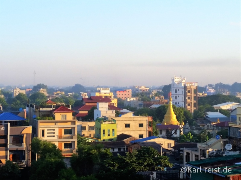 Ausblick über Mandalay vom Frühstücksraum des Mingalar Hotel