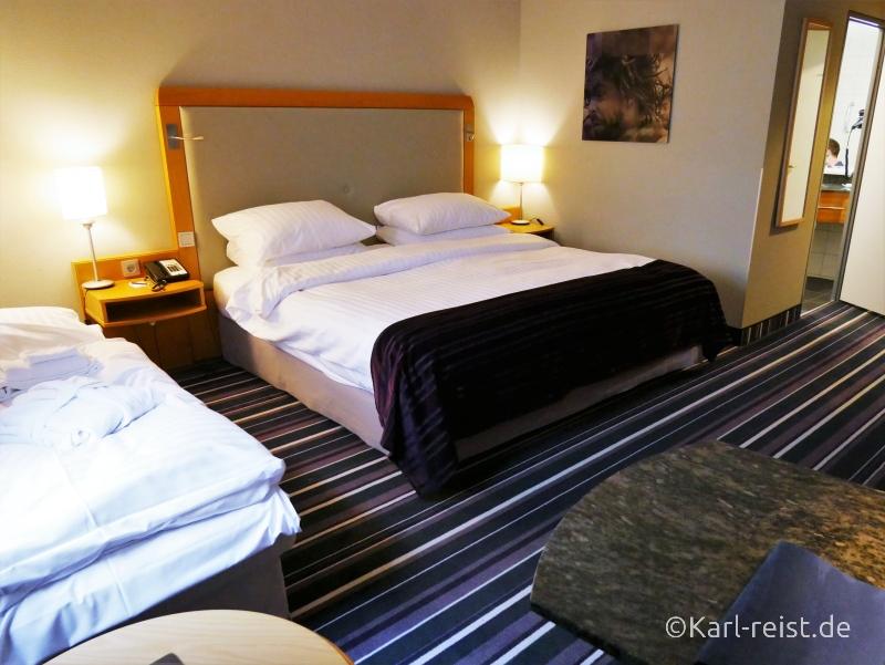 Businesszimmer Bett im Radisson Blu Bremen