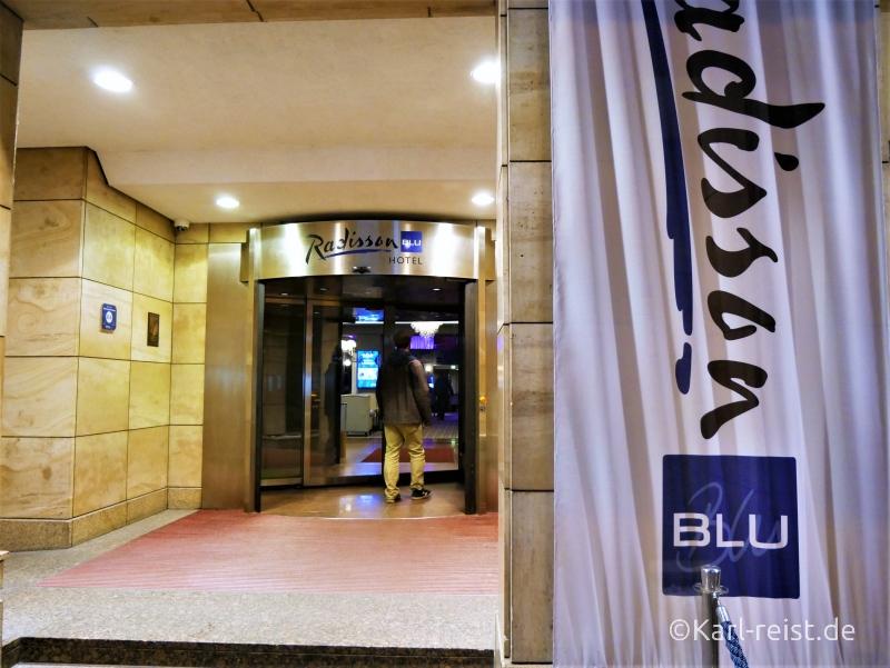 Haupteingang zum Radisson Blu Bremen Hotel.