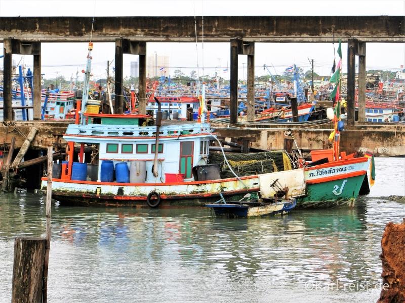 Schiff im Hafen von ban Phe Rayong