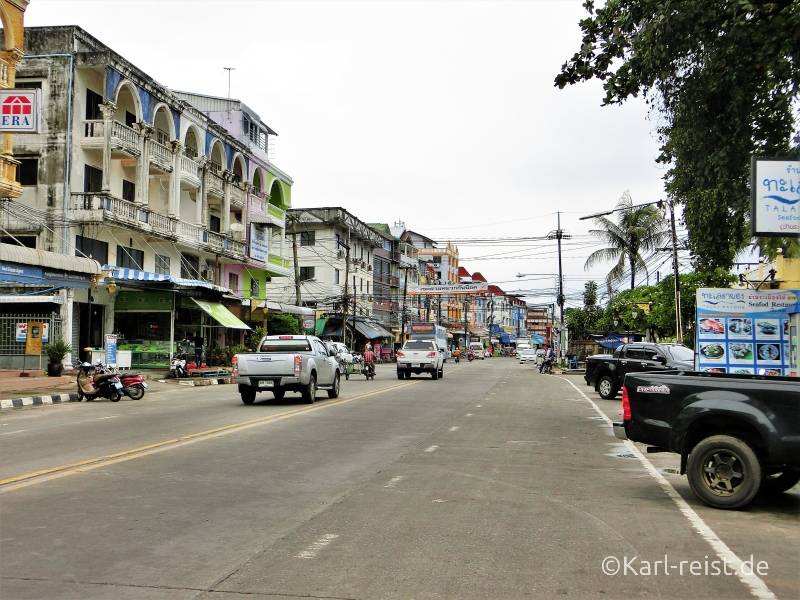 Hauptstraße in Ban Phe