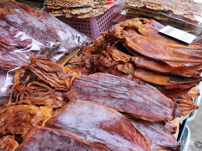 Trockenfisch Foodstall Straßenstand in Ban Phe Rayong