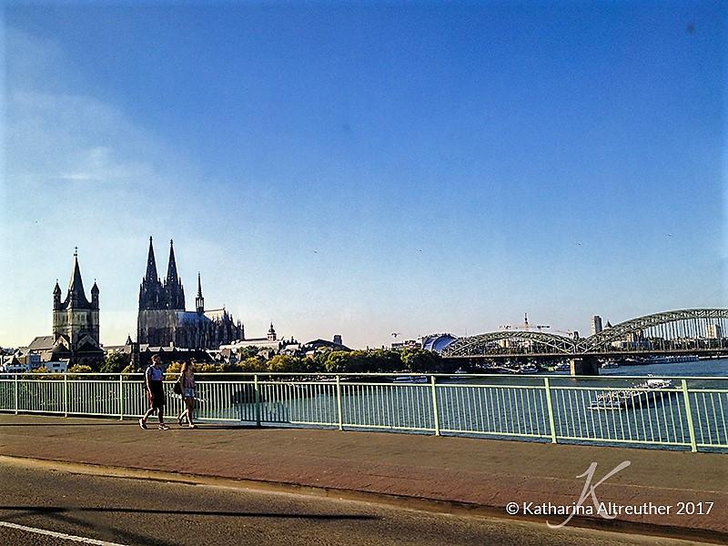 Kölner Dom vom Rhein aus