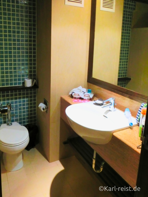 Badezimmer im Standardzimmer im Novotel Rim Pae Rayong Hotel Resort Klaeng Ban Phe