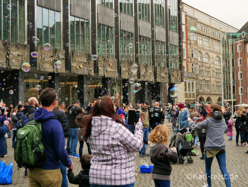 Seifenblasen Flashmob Bremer Marktplatz