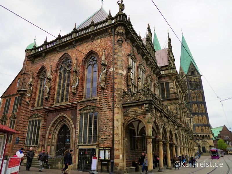 Ratskeller und Bremer Rathaus von außen