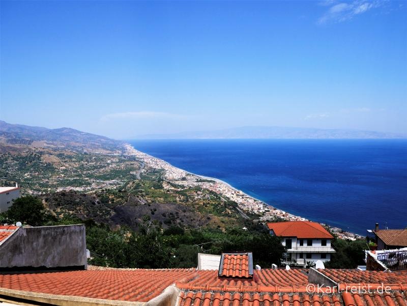 Aussicht auf die sizilianische Ostküste von Forza D'Agro