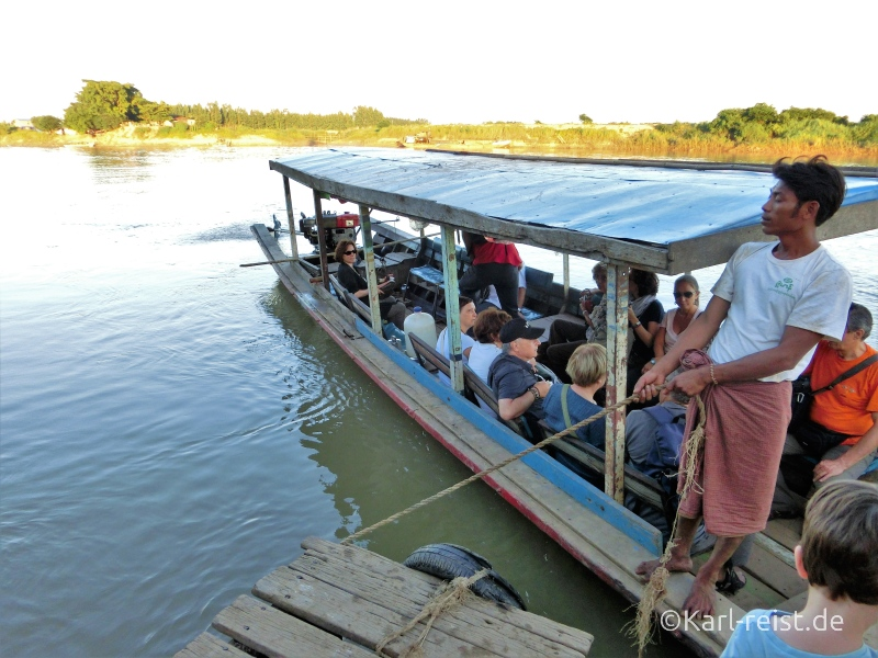 Boot legt am Anleger von Insel Inwa an