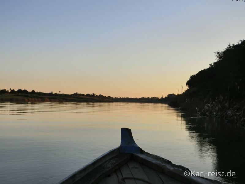 Sonnenuntergang vom Boot bei der Insel Inwa