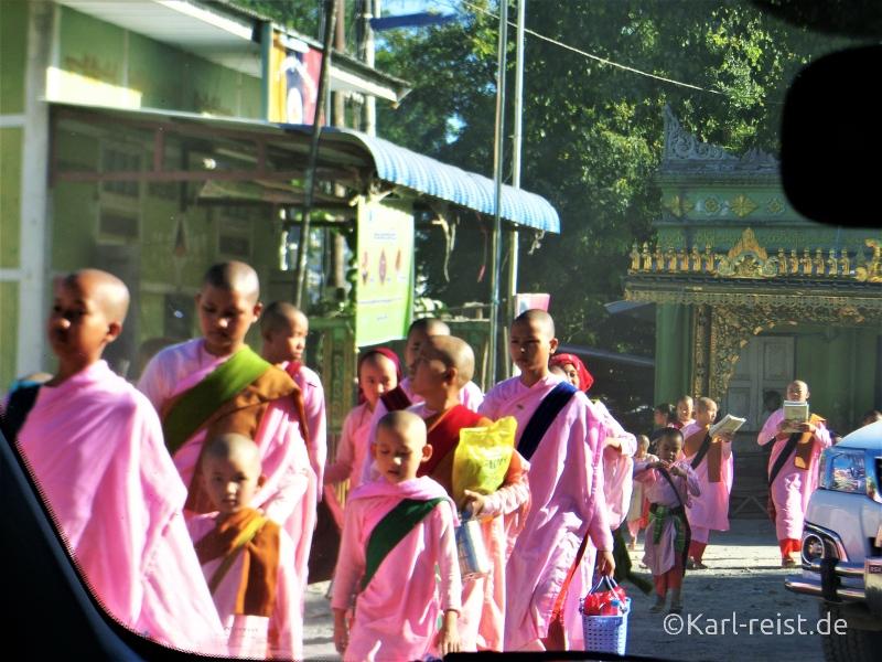 Weibliche Novizen bei Sagaing