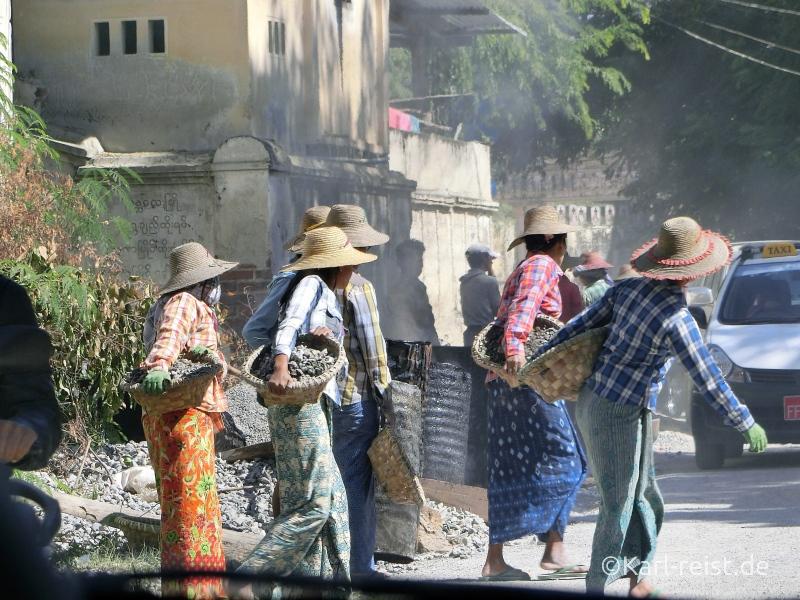 Straßenarbeiter in Mingun Mandalay